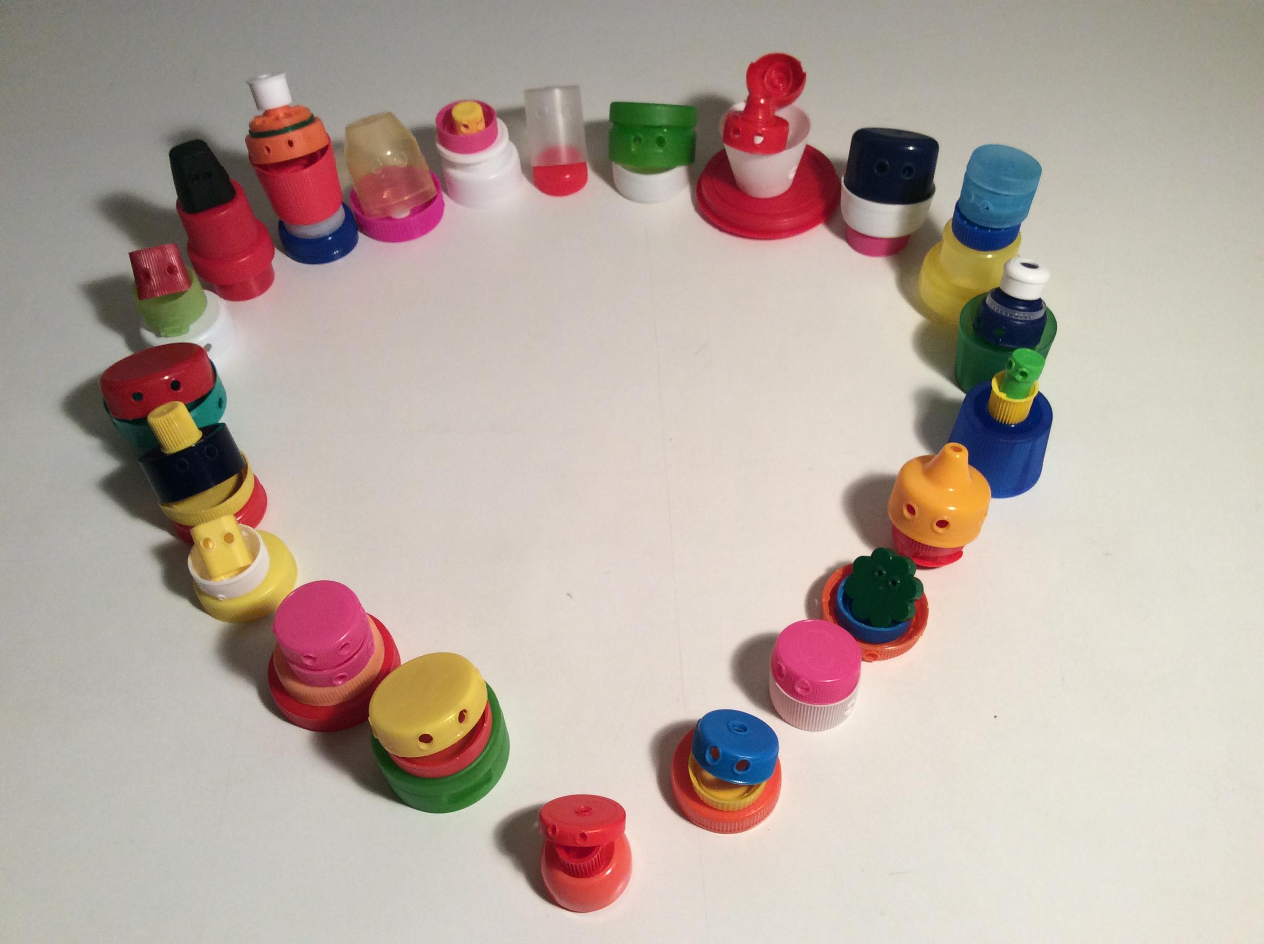 Matériel pour les jeux coopératifs réalisé à partir d'objets recyclés : Bouchons