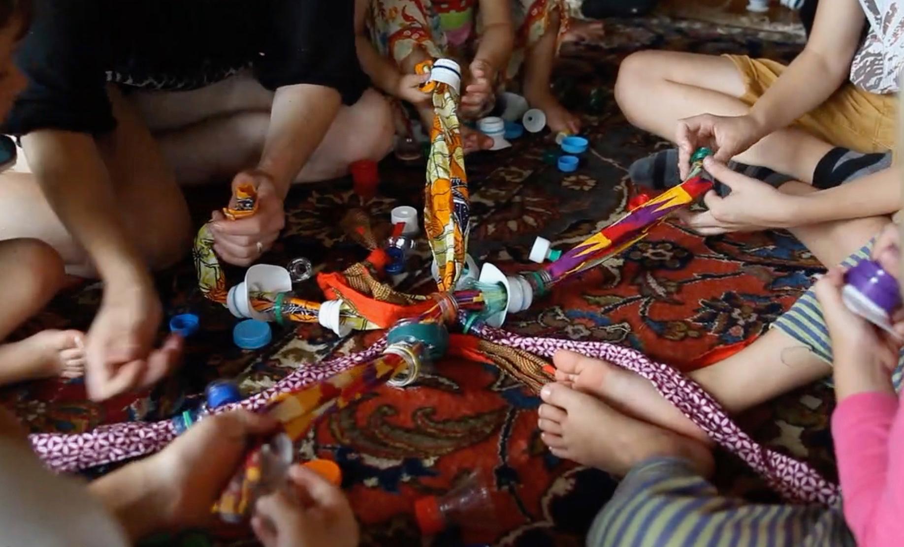 Matériel pour les jeux coopératifs réalisé à partir d'objets recyclés : Bouchons recyclés