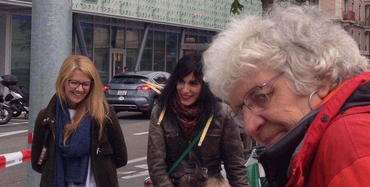 Martine Corbat (au milieu) : comédienne metteure en scène relève le défi coopératif «Tu m'as vu?»